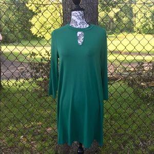 Madison Green Keyhole Flowy Dress Medium